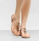 Três sapatilhas ou rasteiras em oferta da loja Zattini