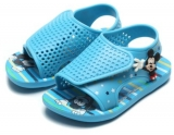 Quatro calçados (sandálias, papetes, chinelos e babuches) infantis por R$ 99,00 na Tricae